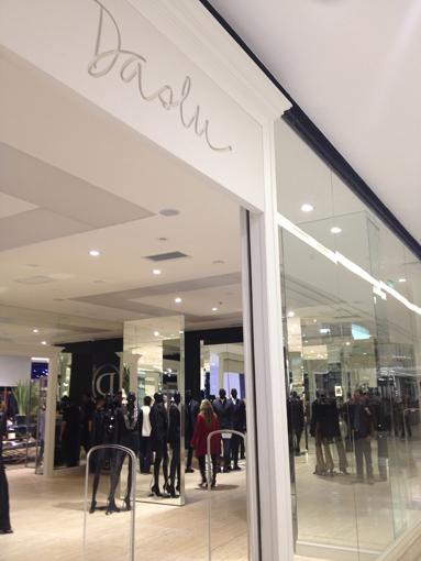 Fast fashion de luxo: Daslu lançará coleção em parceria com a Riachuelo