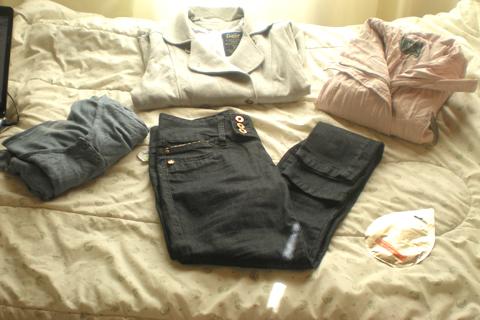 Jaqueta de couro sintético e calça jegging da C&A e casoco e blusa mullet da Dzarm