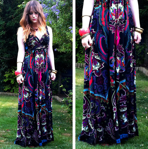 Look com vestido de estampa étnica